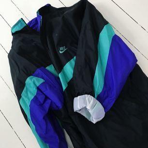Vintage oversized vindjacka ifrån Nike. Används av mig med xs/s. +frakt 40kr🌹