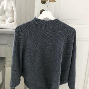 Stickad tröja med vida ärmar ifrån zara. Såå snygg till ett par jeans!  +frakt 35kr🌹