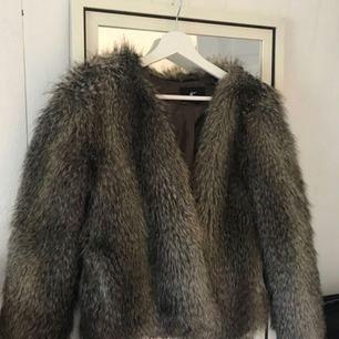 Fake-fur jacka i fin färg som tyvärr används för sällan utav mig. Köpt för 600kr