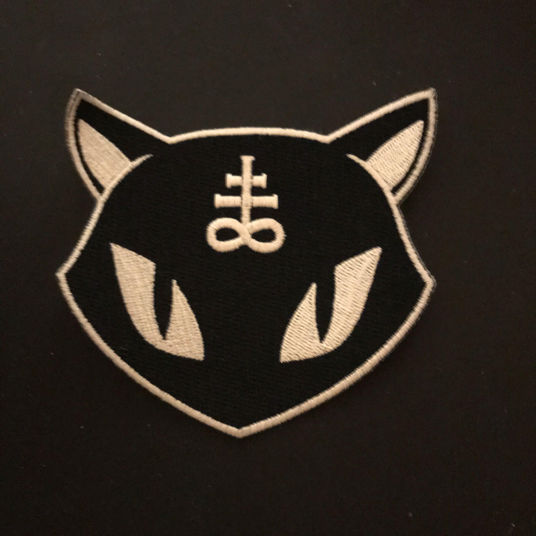 Rund patch ifrån Killstar som aldrig är använd.  Skickar med en demonkatt patch som är använd men bara att använd lim för att sätta fast den igen. Skickar men köparen står för frakt 14kr📮 Katt finns i hemmet🐈. Accessoarer.