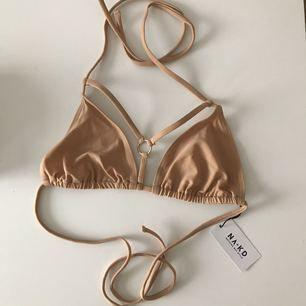 Helt ny bikiniöverdel från NA-KD, alltså aldrig använd :) Frakten ingår i priset! Tar endast emot swish betalning!
