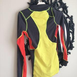 Populär kari traa sport tröja! Säljer för 60:- inclusive frakt! Den har tyvärr blivit för trång för mig då jag blivit en S!Använd max 5 gr och är i mycket fint skick! Swish!