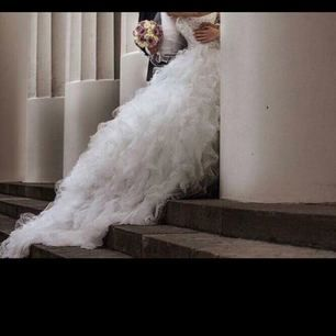 en jätte fin brudklänning, i jätte bra läge, använt en gång