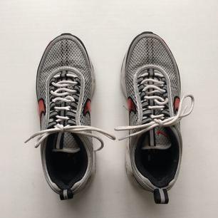 Nike air zoom spiridon med reflex detaljer.  Inga synliga slitningar, men spår av användning.  Köparen betalar frakt. Meet up funkar i Stockholm!