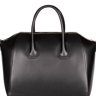 SÖKER en sån här chiquelle väska i svart!!! Vill ha relativt bra skick på den och i den STORA modellen, inte mini bag.