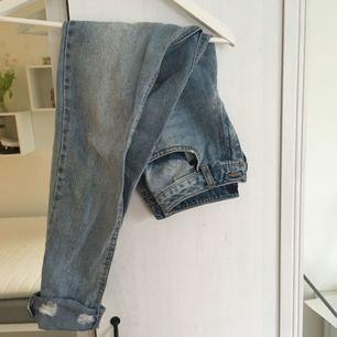 Jeans från missguided, superfina men lite stora för mig så de är använda max 3 ggr. Mom modell! Köparen står för frakt :)