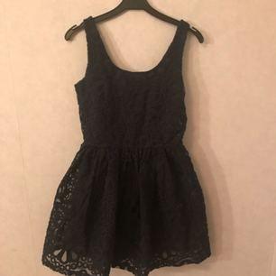 Söt klänning från Bikbok i lite 50-talstil!