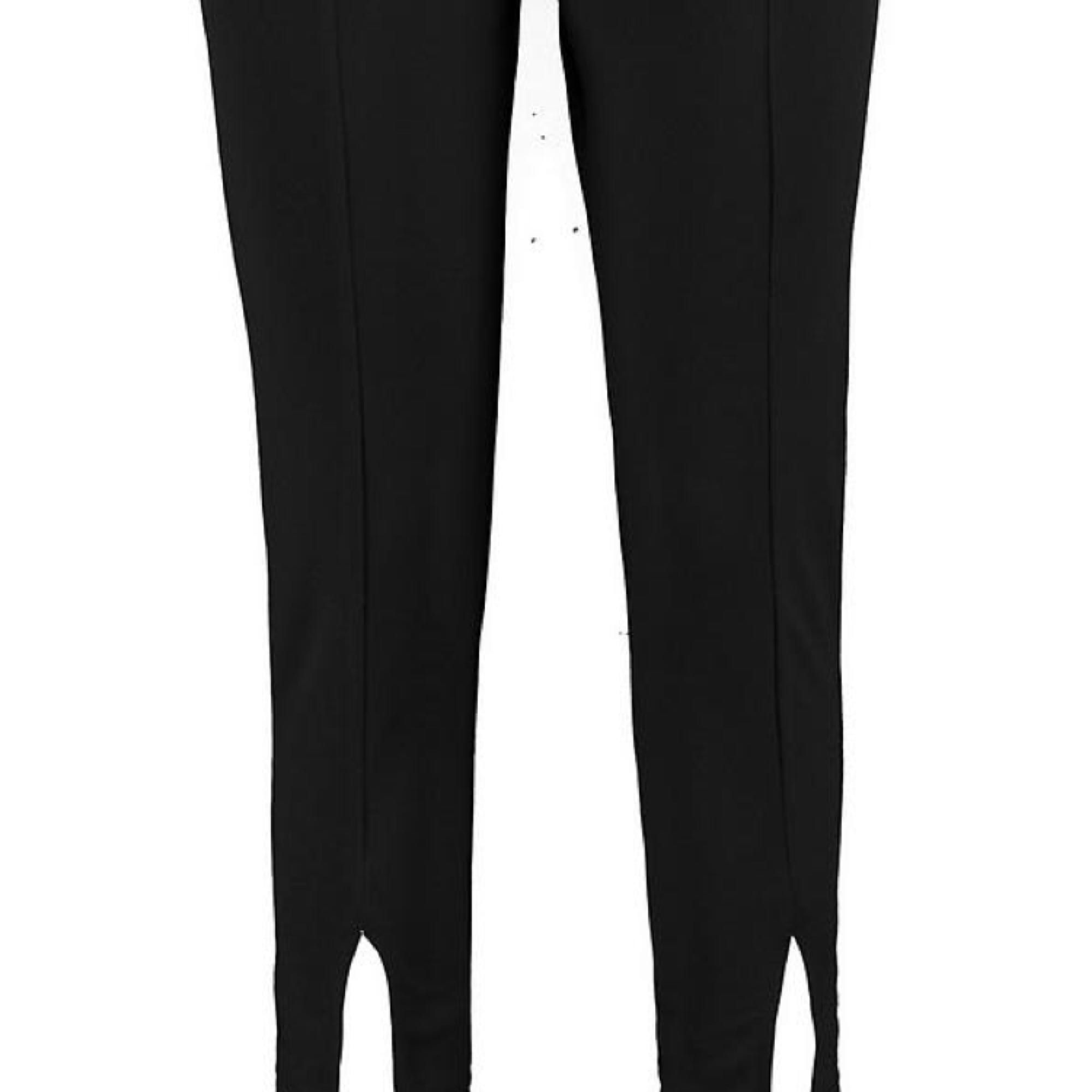 Jätte fina helt nya byxor med 'splits' längst ner från boohoo! Säljer pga att jag tycker att de är lite för korta för mig som är 168 cm. Betalning hoa swish, JAG BJUDER PÅ FRAKTEN (kan skicka fler bilder vid intresse). Jeans & Byxor.