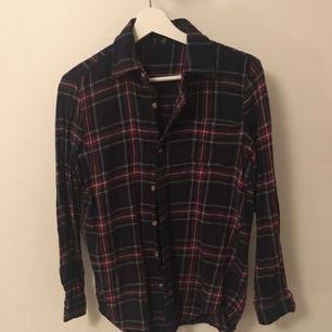 Flannelskjorta från brandy Melville, knappt använd så i bra skick. Mjuk och härlig