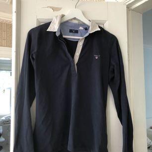 Snygg pike från Gant använd fåtal ggr. Kan mötas upp i Jönköping annars står köparen för frakt.