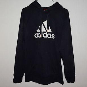 Någorlunda använd adidas essential hoodie. Sjukt skön!  Mottagaren betalar frakt!