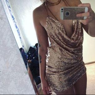 Guldklänning,bara testad✨