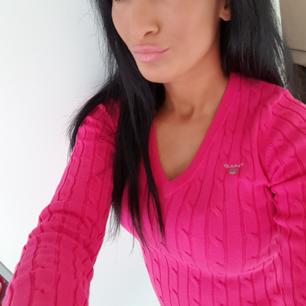 Äkta Gant  tröja  Färgen är rosa Kvitto finns. Mitt pris 500
