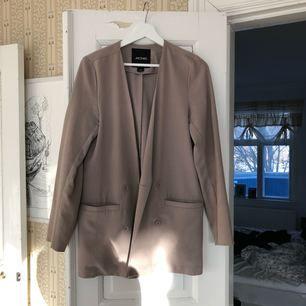 Snygg kappa från Monki. Kan mötas upp i Jönköping annars står köparen för frakt