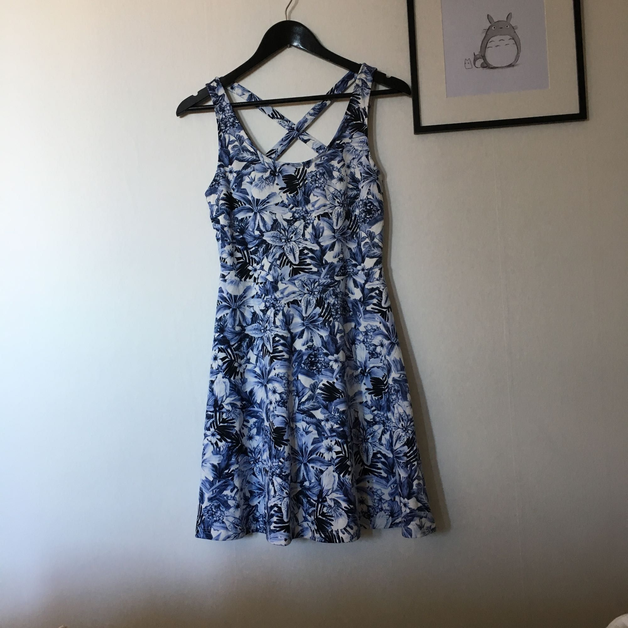 Blå blommig klänning från H M - H M Klänningar - Second Hand 100969773ef1c