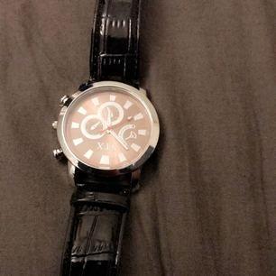 Säljer en  fin klocka! Oanvänd!