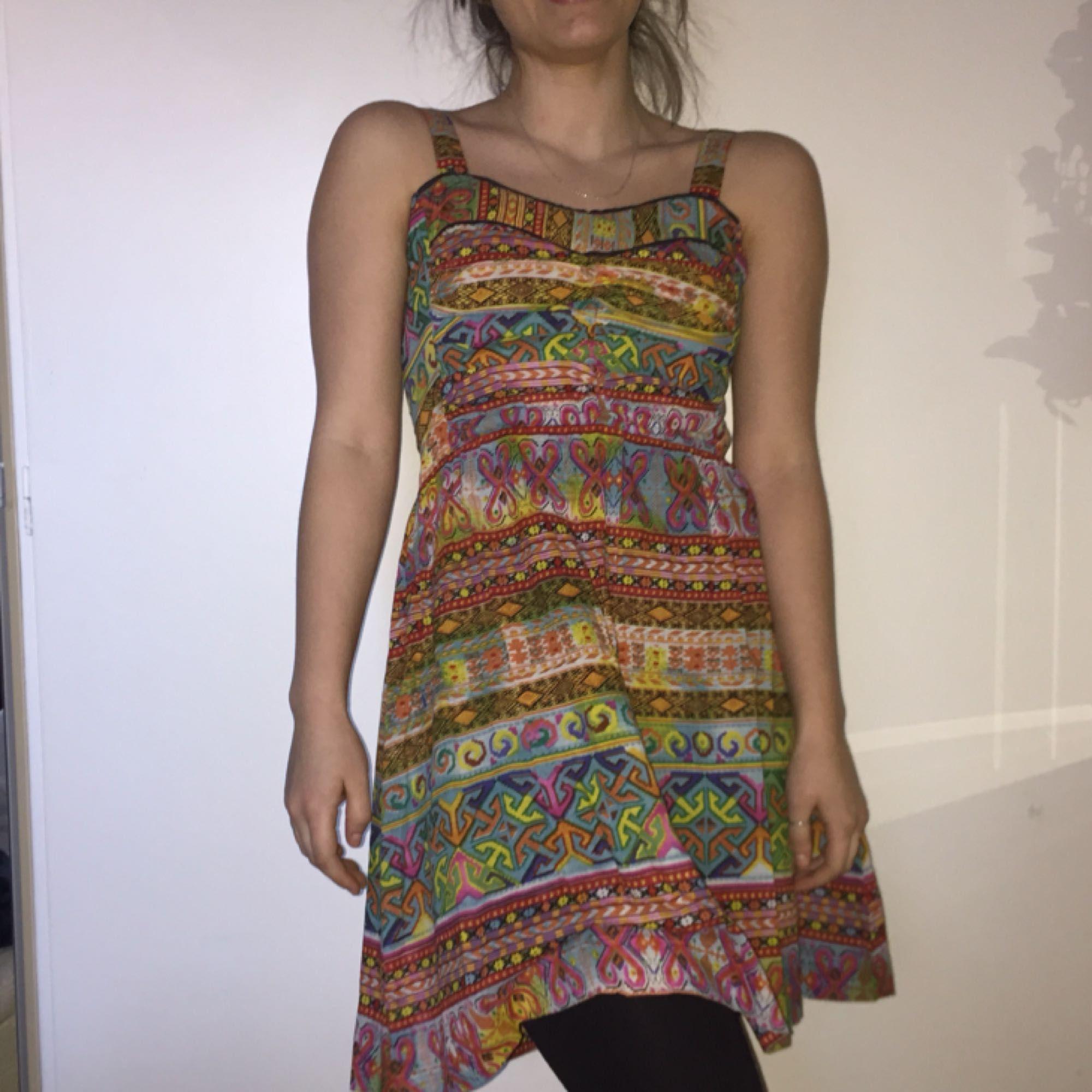 d94e948eac01 ... Rolig mönstrad klänning från Indiska. Strl XS/S. Plagget är knappt  använt och ...