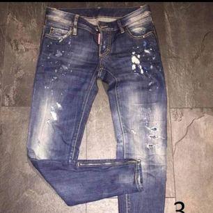Dsquared2 jeans dam. Italiensk storlek 38 motsvarar 34 i eu storlek. Passmodell slimfit. Kvitto tillkommer. Inga slitage