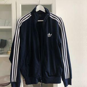 Adidasjacka, mörkblå