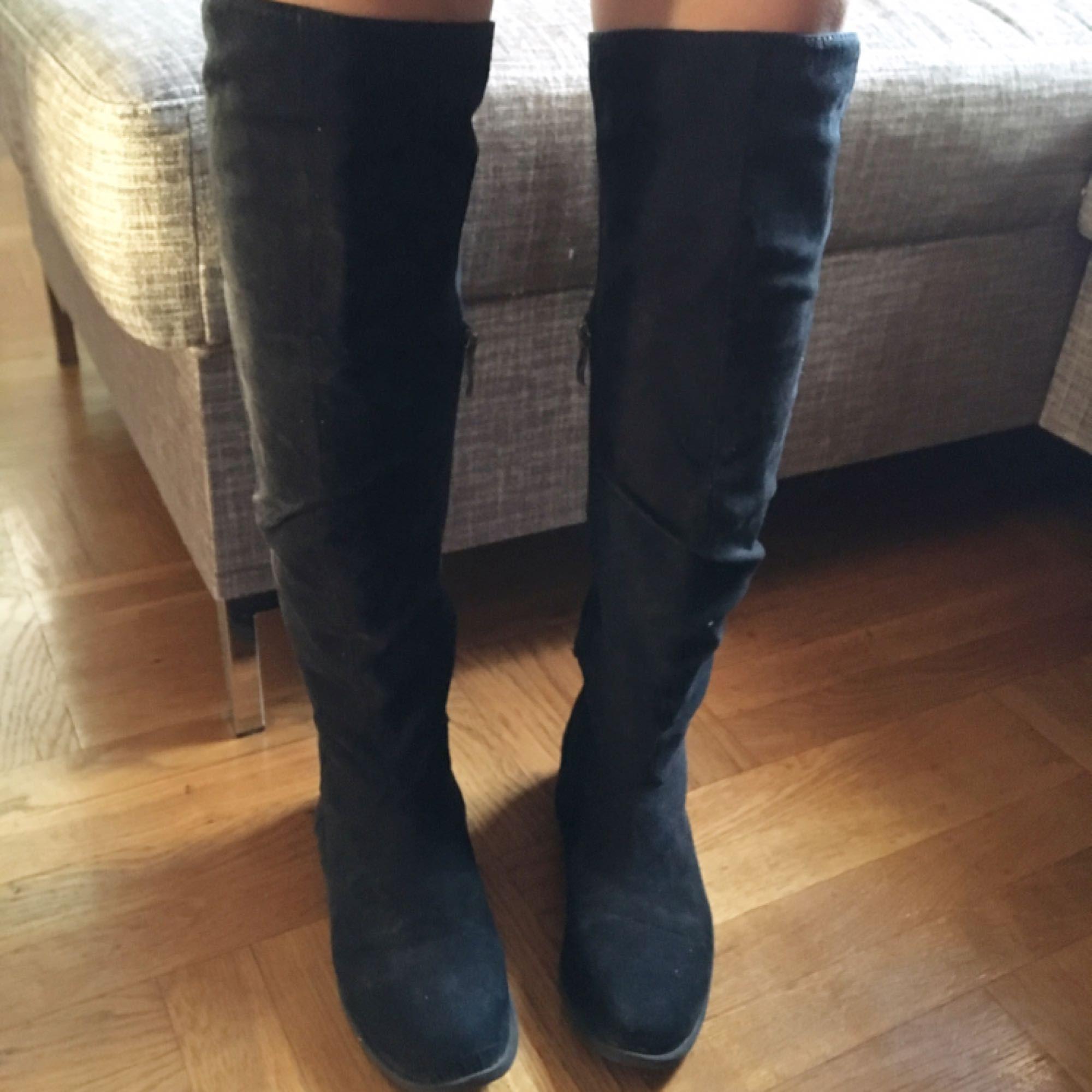 fefaf52710f Overknee boots utan klack. Super skön till vardags. Svårt att ta rättvisa  bilder men ...