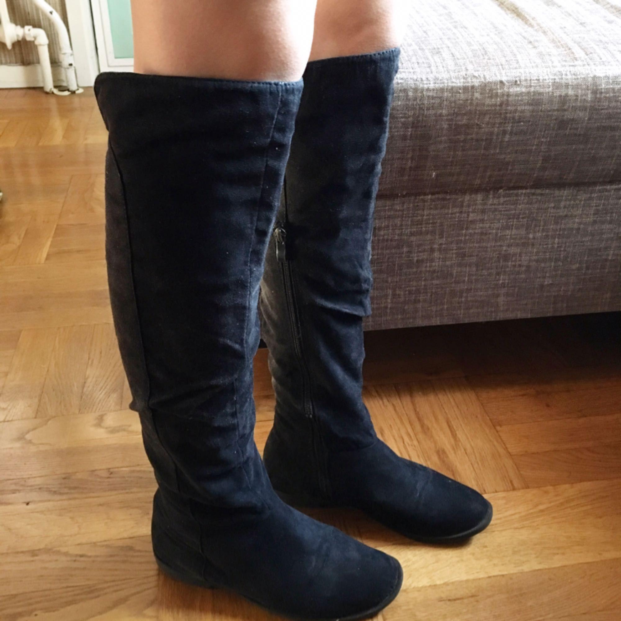 b480d903fa4 Svårt att ta rättvisa bilder men Overknee boots utan klack. Super skön till  vardags. Svårt att ta rättvisa bilder men