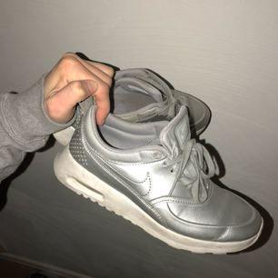 Sneakers från Nike. Säljer pga används inte. Inte toppskick men inte heller slitna. Tar swish och du betalar frakt.