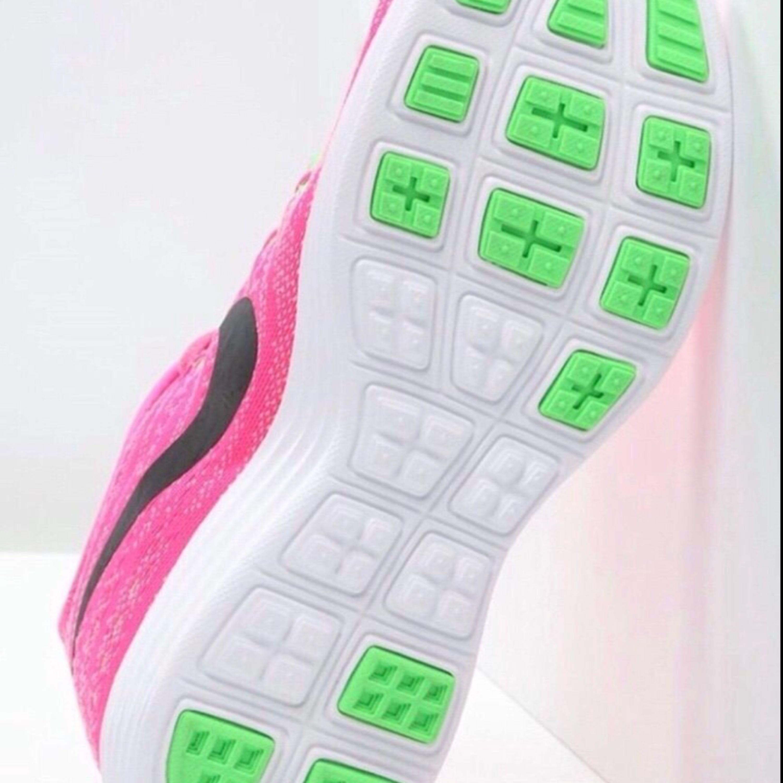Helt oanvända fick de i födelsedags present igår, 22-3-2018 så de är helt nya fortfarande, säljer de för att de för att jag använder inte rosa skor. 😊😊 Pris kan diskuteras vid snabb affär☺️☺️. Skor.