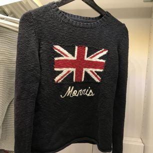 Säljer min supersköna Morris tröja. Aningen nopprig men inget jag stör mig på.  Inte använd på ett år minst.   Nypris 1200kr köptes på NK i Göteborg   Släpper nu för 150kr