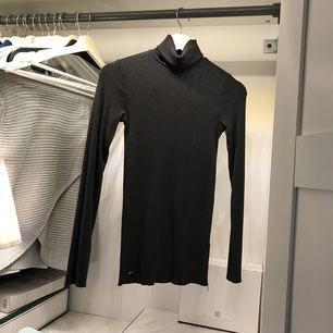 Säljer en skön Polo klänning från Ralph lauren. Köptes förra året på Best of brand i Göteborg.  Använt den som en polo tröja men går att använda som klänning också.   Max använd 4 gånger  Nypris ca 899kr  Säljer nu för endast 250kr