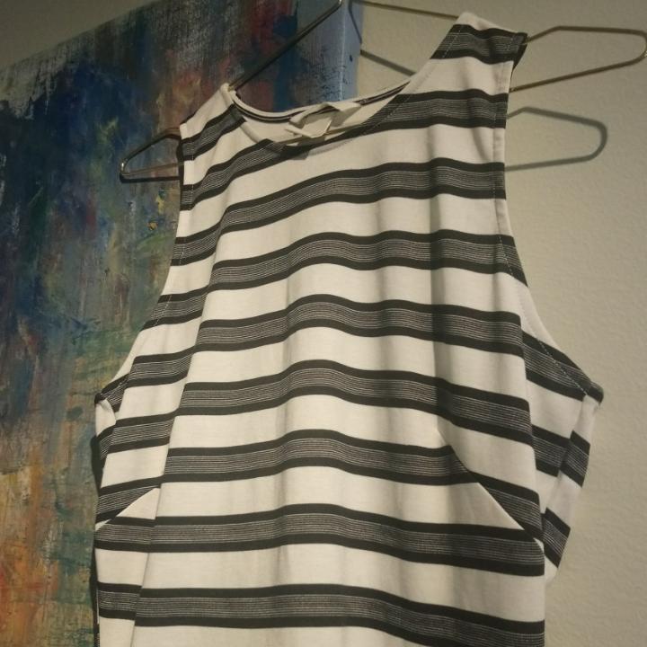 Vit blå svart-randig klänning från H M i bra skick! . Klänningar. 0f21c975a1767