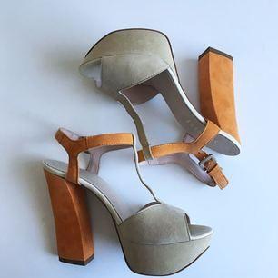 Skor från Scorett. Använda 1 gång. Jättefina färger och jättefin kvalité. Lädersula på både in och utsida 👌 Köparen står för ev fraktkostnad 👋