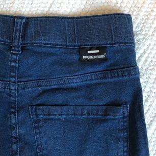 Högmidjade Dr.Denim jeans, använda ett fåtal gånger. Frakt tillkommer, kan mötas upp i Gbg!