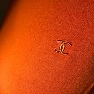 Orange t-shirt köpt här på plick ☺️🍊