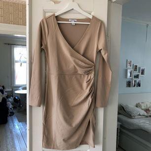 Ny klänning från Nelly, aldrig använd. Kan mötas upp i Jönköping annars står köparen för frakt