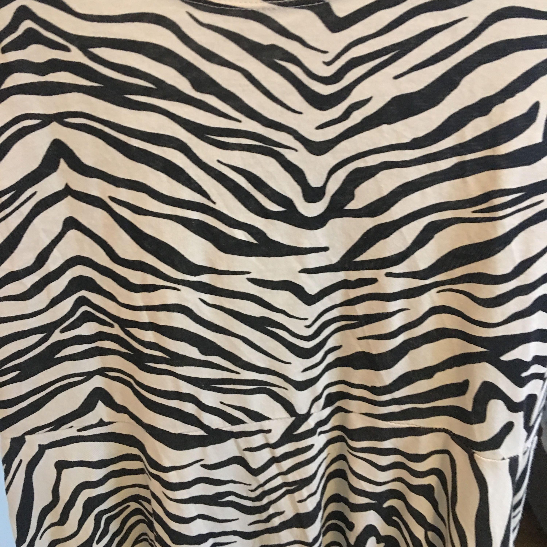 Klänningar Fin barn klänning som passar upp till M. Aldrig använd. Frakt  30kr. ecdd11edd7b3f