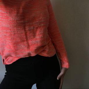 Sweater med dragkedja i ryggen från Gina, trevlig men sällan använd