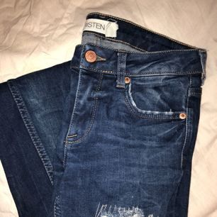 Jeans från Gina köpta för ett par år sedan. Använda fåtal gånger. Idag för små därav säljes de!! Frakt står du för själv!❤️😘😘