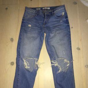 Slitna jeans från Bershka