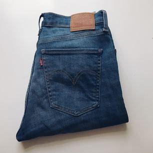 Smala jeans från Levis, säljes pga att de ej används.