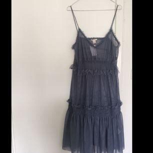 Transparent klänning i mesh från H&M. Köparen står för frakt✨