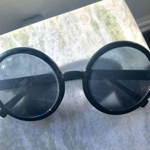 Urban Outfitters solglasögon, använda en gång!