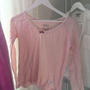 Rosa odd molly tröja, storlek 0- xs men passar även mig som är en s. Säljes för jag tröttnat lite på den