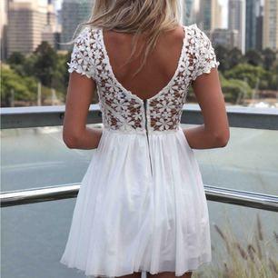 Superfin klänning som endast har testats 1 gång! Passar perfekt till student/skolavslutning ✨