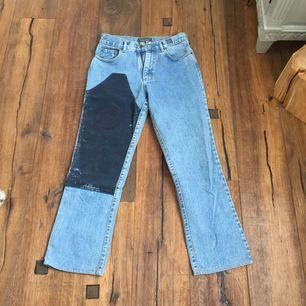 Versace jeans vintage 80-tal. Riktigt snygga och one of a kind! Frakt tillkommer