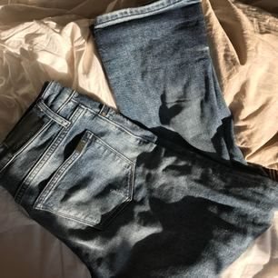 Super snygga boyfriend jeans från Calvin Klein, använda 2 gånger, säljer pga de är försmå för mig! W 24 L 30