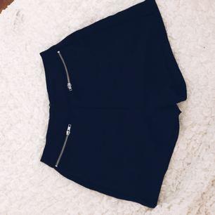 Svarta shorts från Nelly. Frakt tillkommer om varan behöver skickas