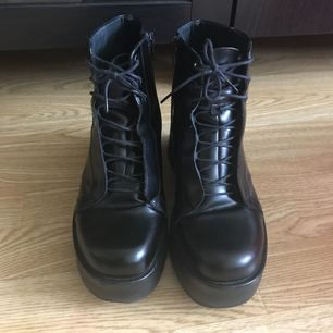 Jag säljer ett par skor från Vagabond As-snygga! De kommer tyvärr inte till någon användning längre :(  Använda en fåtal gånger Fraktar helst inte
