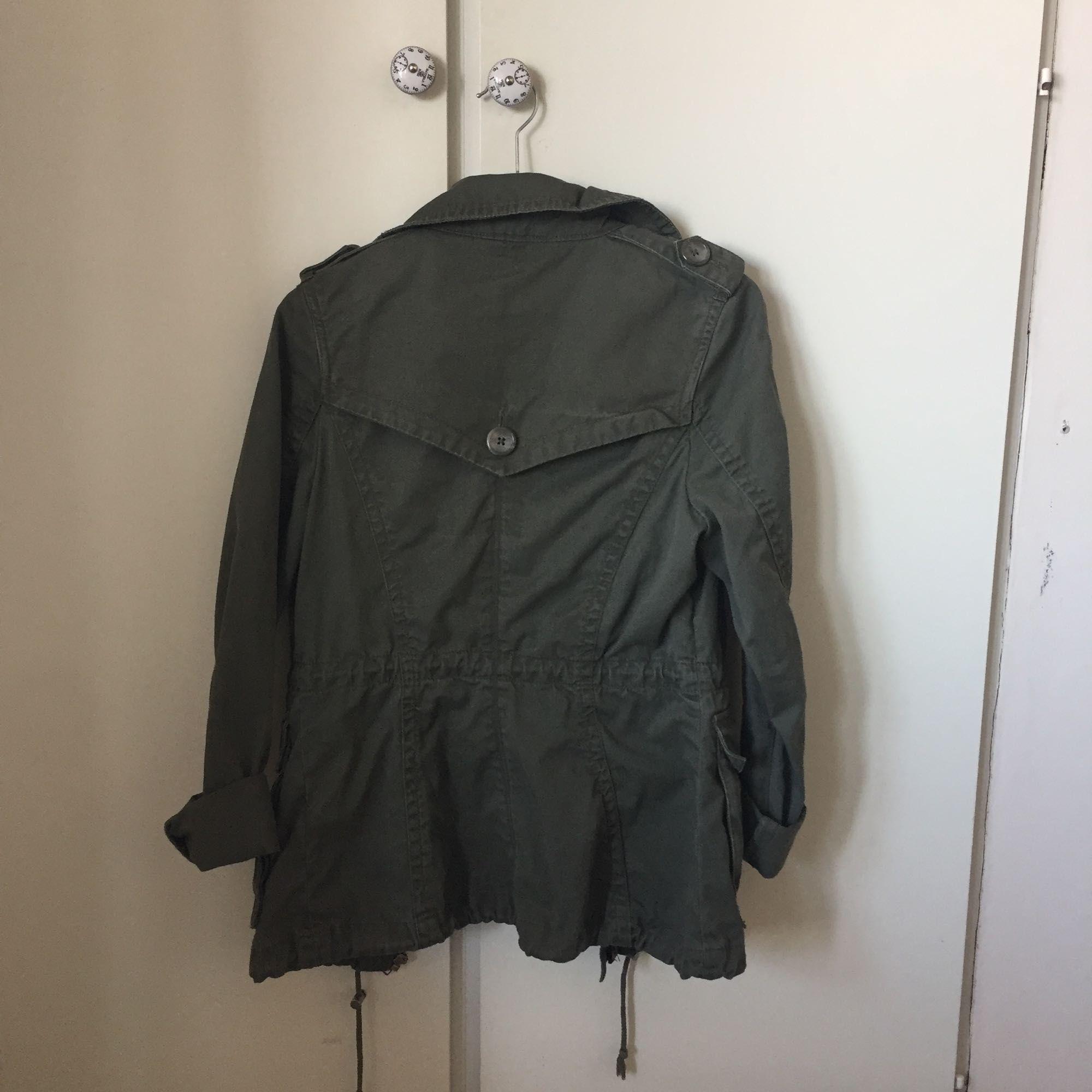 new concept e5bcf 43857 Schöne grüne Jacke von HM