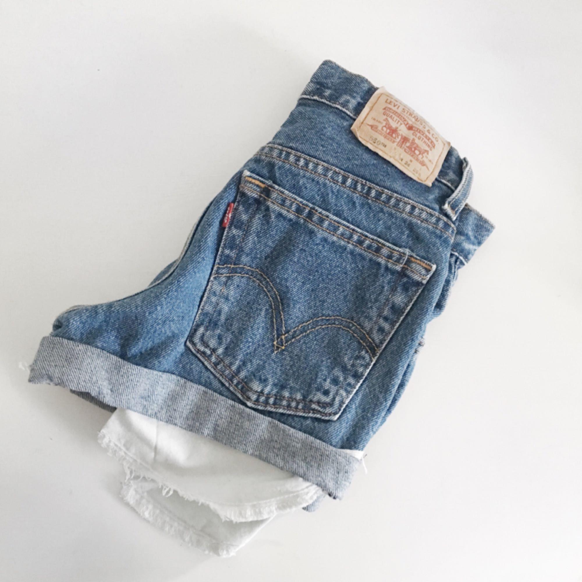 Oanvända shorts från Levis, köpa på Nakd. Orginalpriset är 549kr. Shorts.