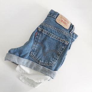 Oanvända shorts från Levis, köpa på Nakd. Orginalpriset är 549kr